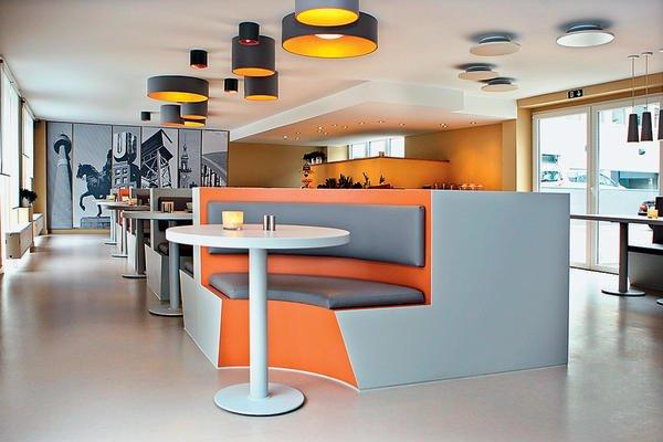 gut gesetzte gestaltungsakzente in einem dortmunder hotel ergeben ein stimmiges ambiente. Black Bedroom Furniture Sets. Home Design Ideas