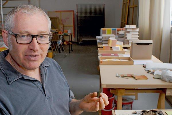 <b>Jörg Niederberger</b> in seinem Atelier, wo er gleichzeitig ... - 1801450