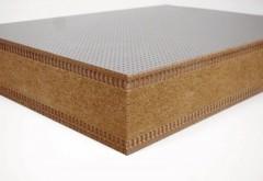 Einsatz als Akustiktrennwand: MDF beidseitig microperforiert, als Kern eine Holzfaserplatte.