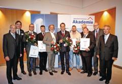 Aufsichtsratsvorsitzender Gerd-Dieter Sieverding, und Vorstandsvorsitzender Dirk Sieverding (beide links) mit den Preisträgern. Foto: Remmers