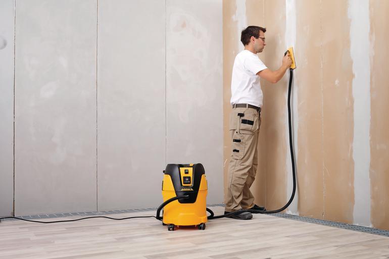 der kleine gelbe f r unterwegs handlicher staubsauger malerblatt online. Black Bedroom Furniture Sets. Home Design Ideas