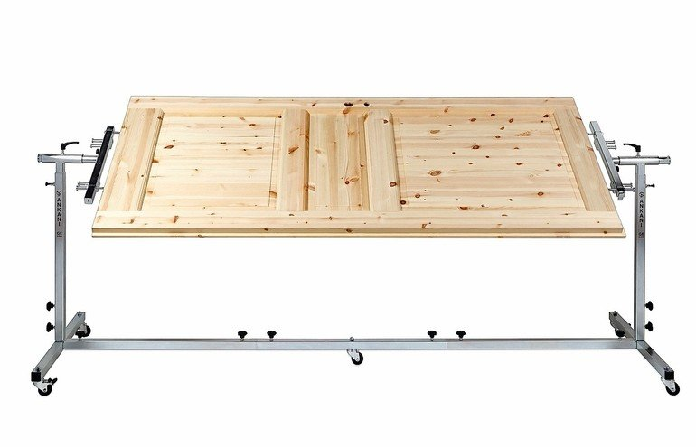 haltevorrichtung f r die bearbeitung von t ren effektive arbeitshilfe malerblatt online. Black Bedroom Furniture Sets. Home Design Ideas