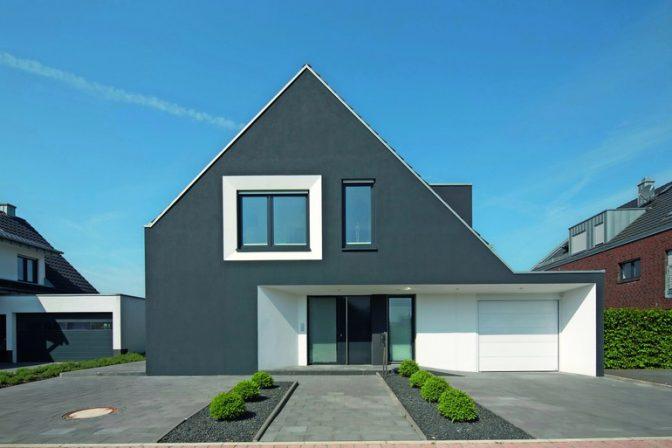 Fassadenfarbe einfamilienhaus  Dunkle Fassadenfarbe: Außen dunkel, innen hell