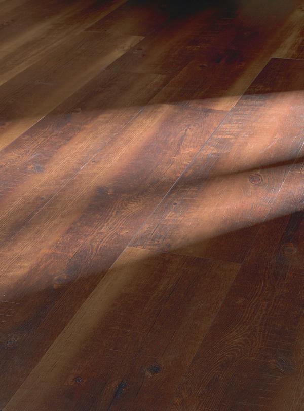 Sieht Aus Wie Holz, Ist Aber Wesentlich Robuster, Pflegeleichter Und Extrem  Dünn: Heterogener PVC Belag Mit Realistischer Holzreproduktion.