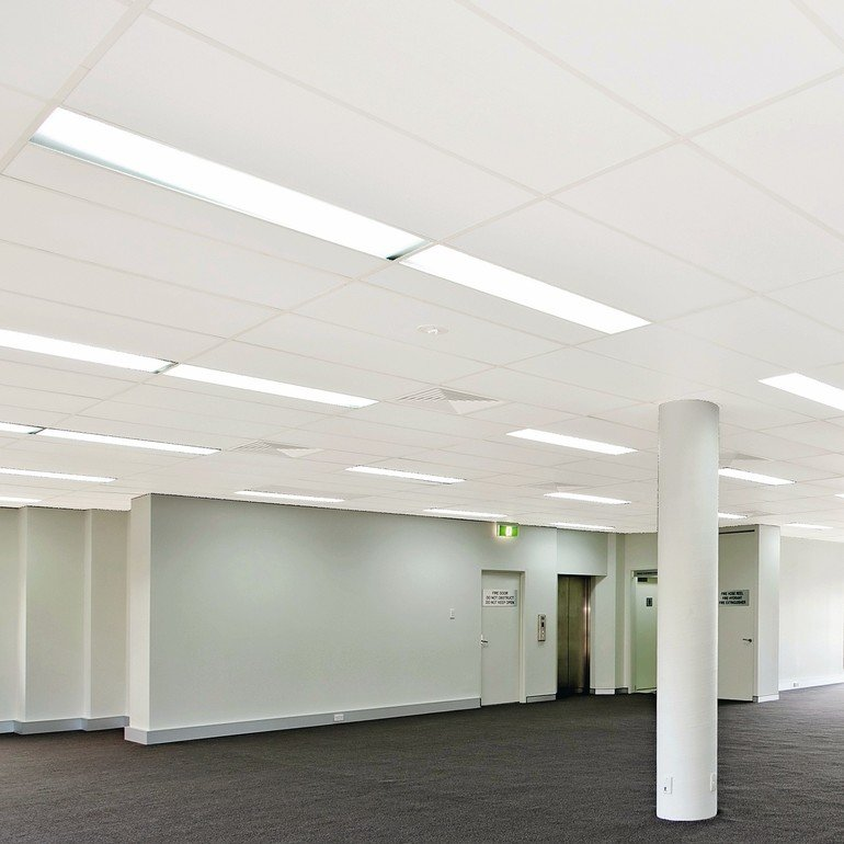empty_white_room_with_window_space