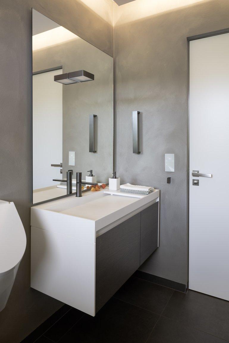 Edles Design, Zurückhaltende Farben Und Eine Angenehme Beleuchtung Erzeugen  Wohlfühlatmosphäre. Wandbeschichtung: Deco Lasur Mit Pearlwhite Effekt Auf  3D ...