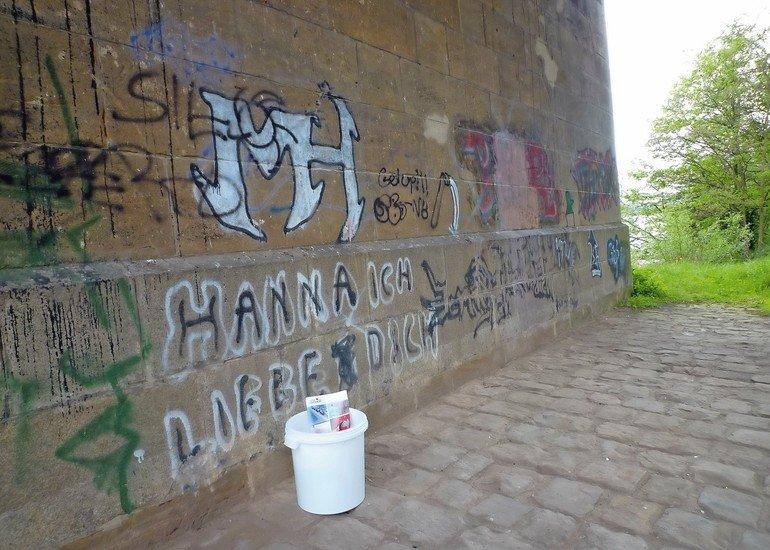 Graffit_Teil_1_Sandstein-besprueht.jpg