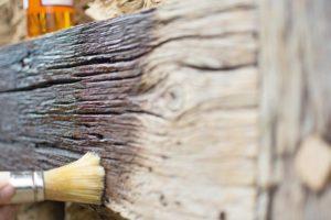 Leinölfarben - hervorragender Holzschutz für historische Bauten