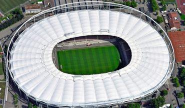 Mercedes-Benz_Arena_mit_neuem_Stadiondach.jpg