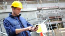Die geeignete Technik zur Arbeitszeiterfassung hängt davon ab, in welcher Arbeitssituation Zeiten erfasst werden müssen. Mobile Geräte sind geeignet, wenn auch unterwegs Arbeitszeit eingetragen werden muss. Foto: Sputnik GmbH/Maik Porsch