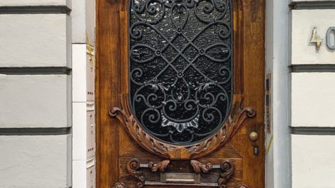 Antike Holztüren sanieren