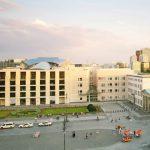 2008,_Amerikanische_Botschaft,_Architekten:_Moore_Ruble_Yudell,_Berlin-Mitte