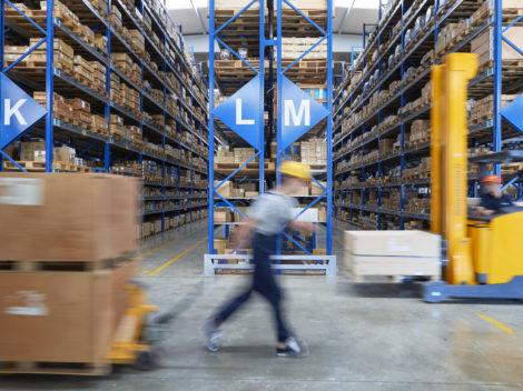 Betriebshallen in Rekordzeit neu markieren