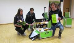 Verena Rieß, Reinfried Liebenwein und Ylmaz Hikmet von der Landesberufsschule Wals in Salzburg sind Preisträgern des ersten Bestenwettbewerbs für Maler, Beschichtungstechniker und Lackierer der Sto-Stiftung in Österreich. Im Dezember 2015 erhielten sie ihre Werkzeugkoffer. Foto: Sto-Stiftung